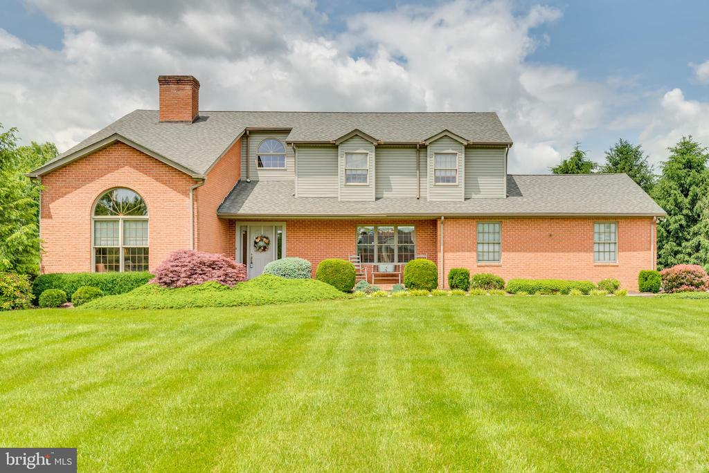 This gorgeous home has 4 bedrooms and 3 full - 803 HORIZON WAY, MARTINSBURG