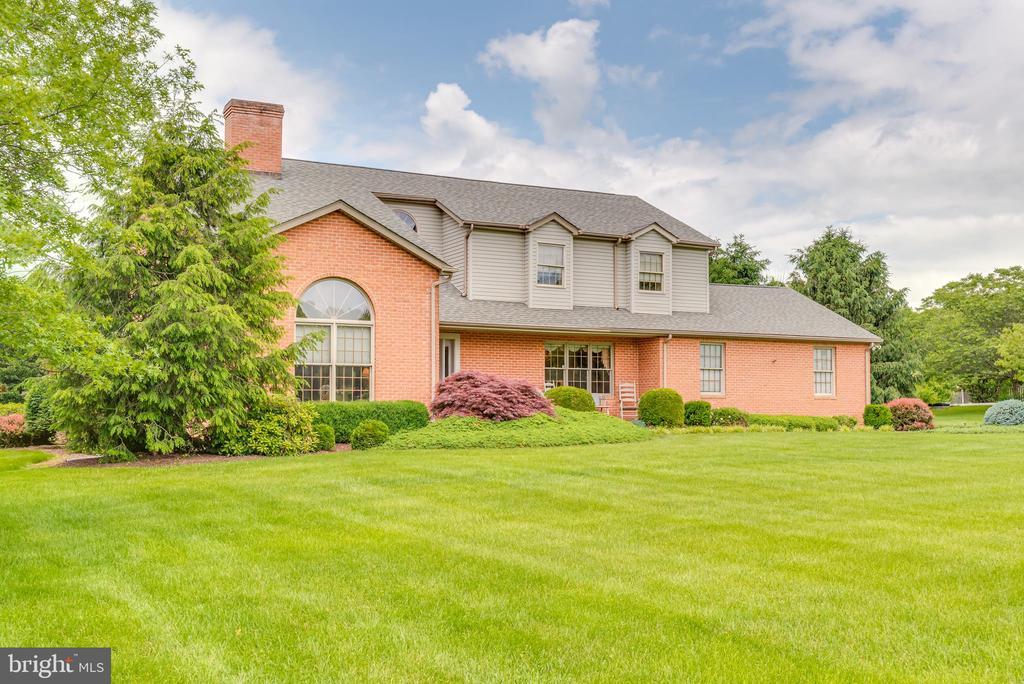 Large front porch to enjoy those wonderful summer - 803 HORIZON WAY, MARTINSBURG