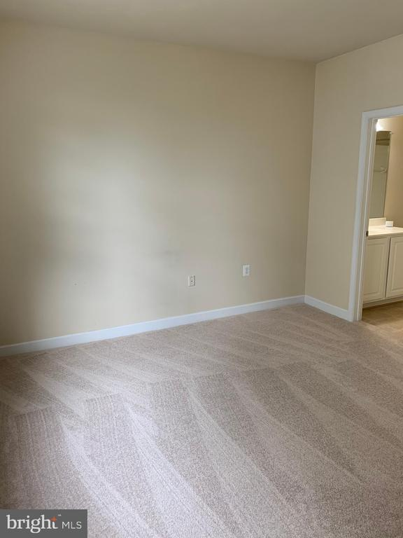 Plenty of room for furniture - 42421 ROCKROSE SQ #202, BRAMBLETON