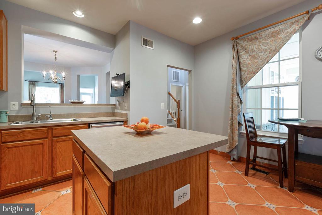 Kitchen - 9413 PRIMROSE LN, MANASSAS PARK