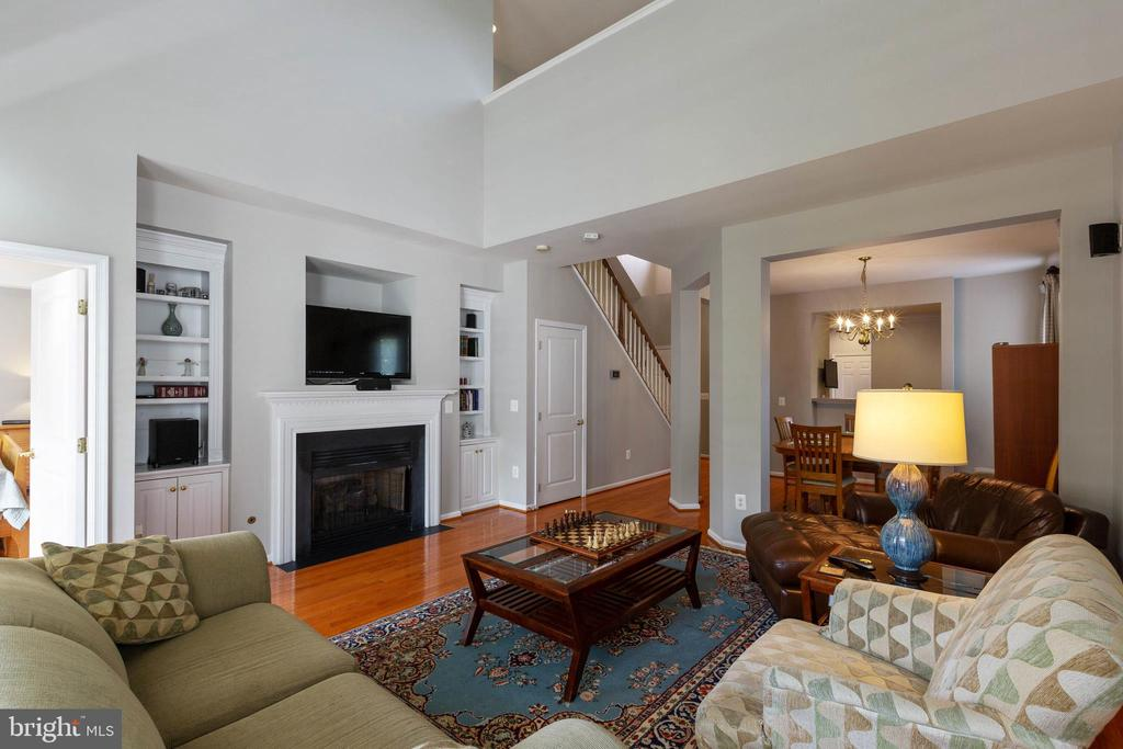 Two Story Family Room Wired for Surround Sound - 9413 PRIMROSE LN, MANASSAS PARK