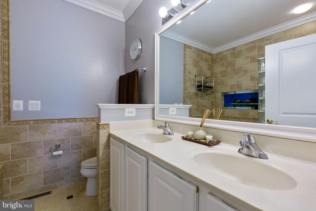 Master Bath with Jacuzzi Tub and Separate Shower - 9413 PRIMROSE LN, MANASSAS PARK