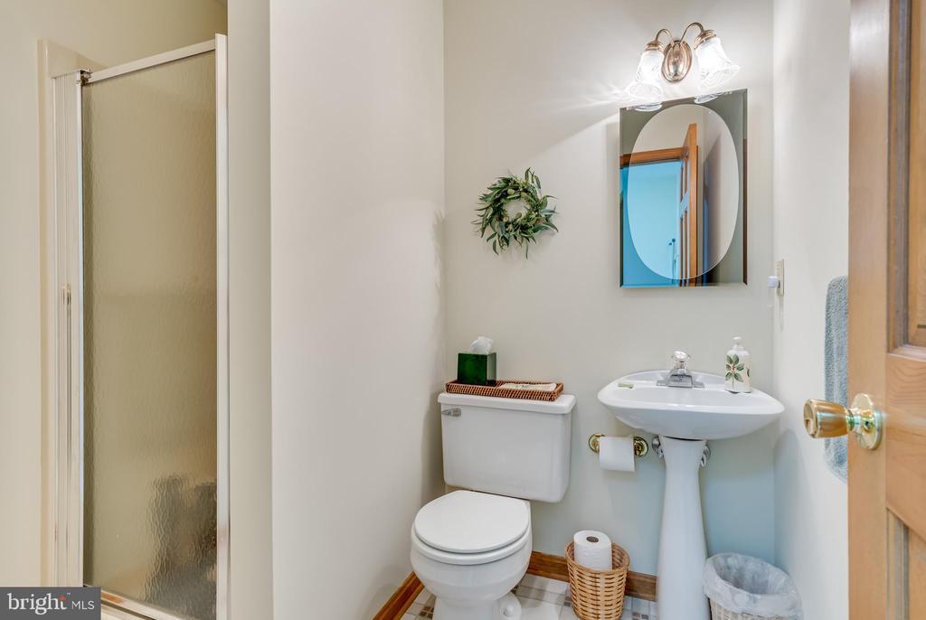 fiberglass stall shower - 803 HORIZON WAY, MARTINSBURG