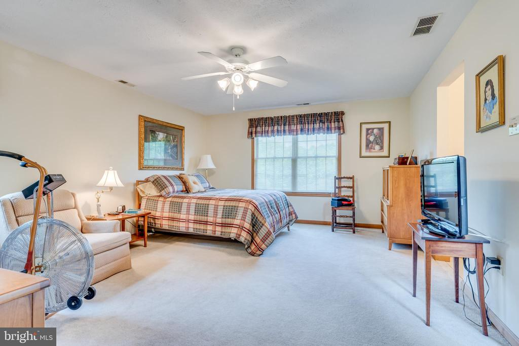 Master bedroom measures 17' 4~ x 14' - 803 HORIZON WAY, MARTINSBURG