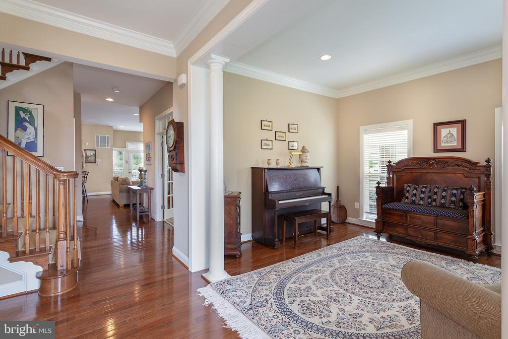 Parlor is perfect for music & guests! - 6313 STILL SPRING PL, ALEXANDRIA