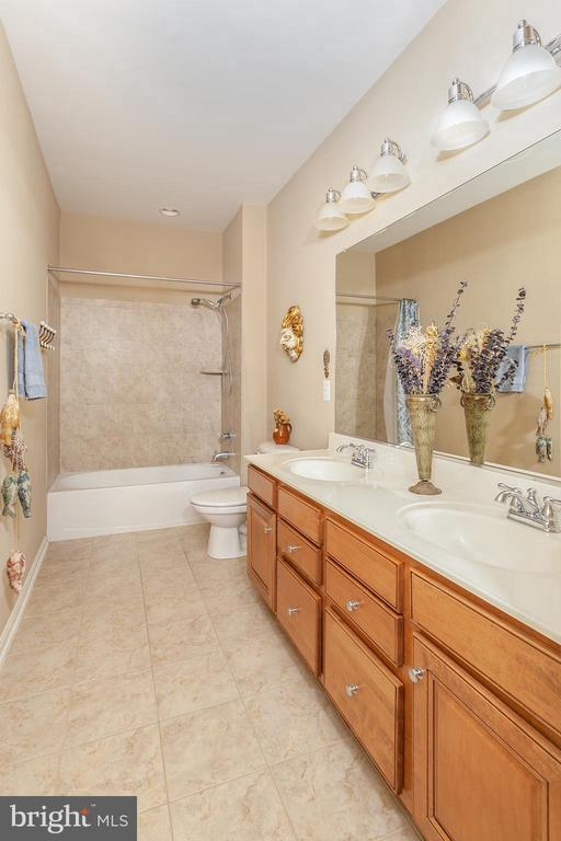 Huge Hall Bathroom! - 6313 STILL SPRING PL, ALEXANDRIA