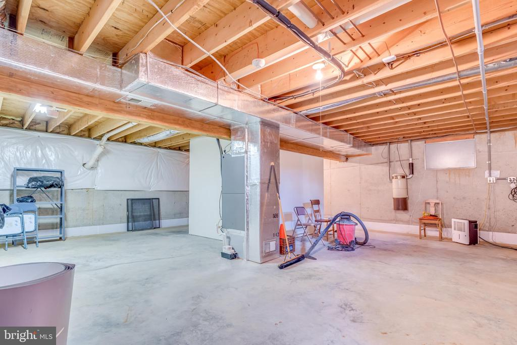 room, extra storage, or both! - 803 HORIZON WAY, MARTINSBURG