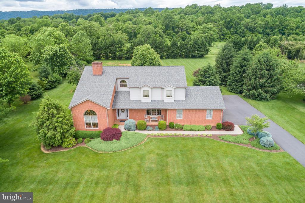 could you ask for! - 803 HORIZON WAY, MARTINSBURG