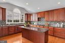 Beautiful Gourmet Kitchen w/ Paladian Window - 18131 PERTHSHIRE CT, LEESBURG