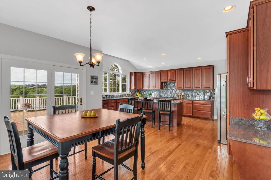 Kitchen View - 18131 PERTHSHIRE CT, LEESBURG