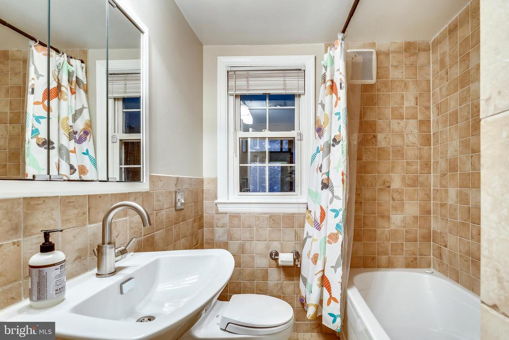 Main floor Bathroom #2 - with luxury deep tub. - 2418 HURST ST, FALLS CHURCH
