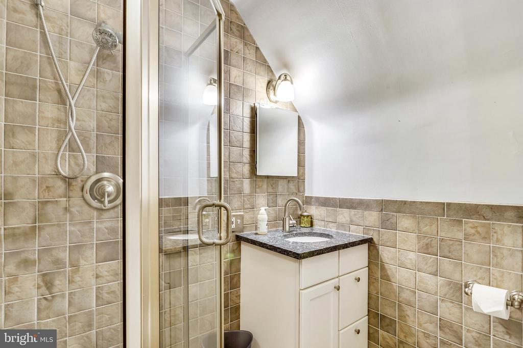 Upstairs full Bathroom. - 2418 HURST ST, FALLS CHURCH