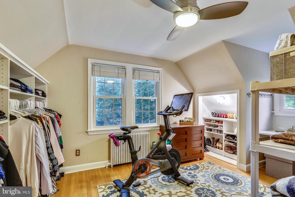 Additional Upstairs Bedroom is very versitle. - 2418 HURST ST, FALLS CHURCH