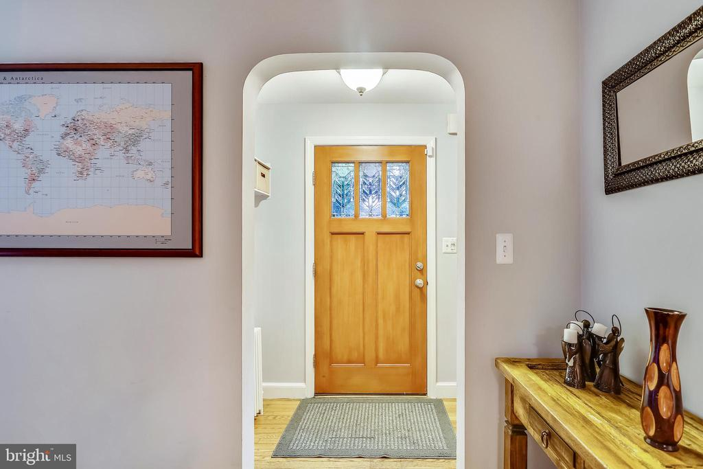 Extended entry has LARGE coat closet (out of view) - 2418 HURST ST, FALLS CHURCH