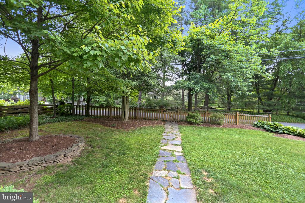 Great first impression  - stone walk to front door - 2418 HURST ST, FALLS CHURCH