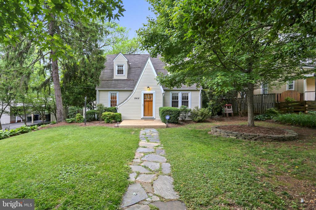 Looking for authentic lines and CHARM ? Welcome ! - 2418 HURST ST, FALLS CHURCH