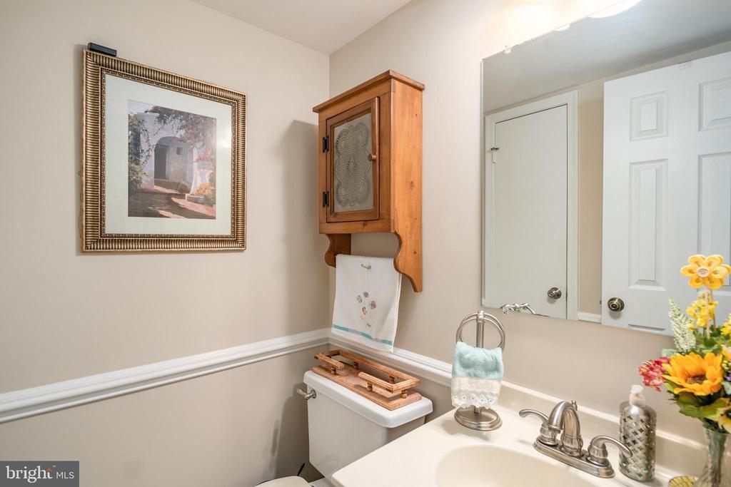 Half Bathroom - 14864 SWALLOW CT, WOODBRIDGE