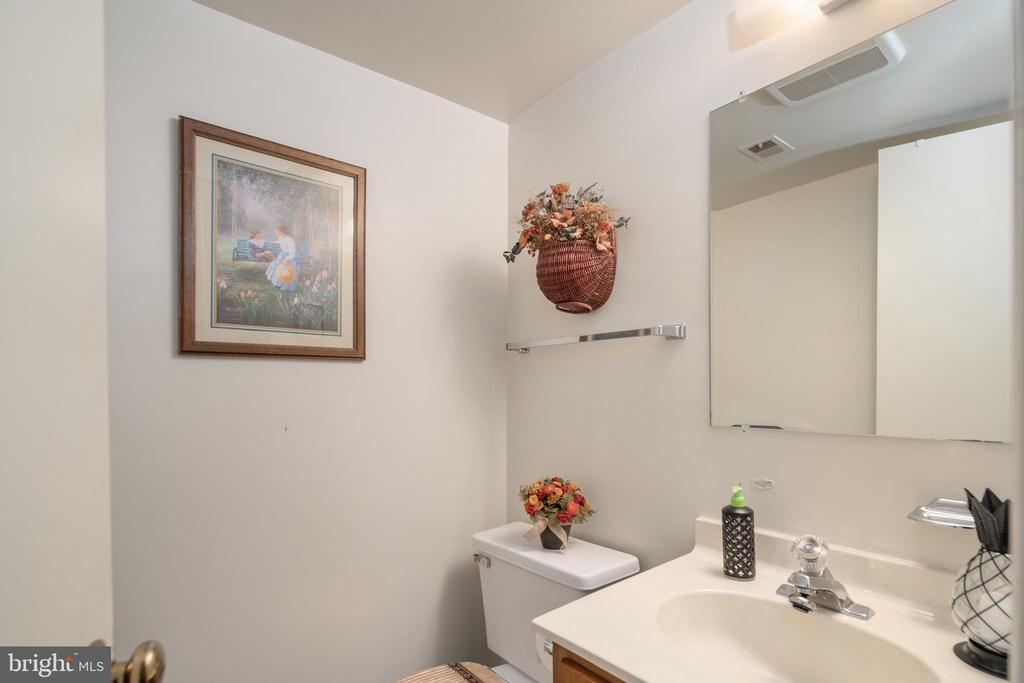 Half Bathroom in Basement - 14864 SWALLOW CT, WOODBRIDGE