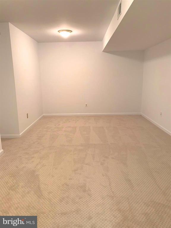 Bonus room is freshly painted &  has new carpet. - 2405 SAGARMAL CT, DUNN LORING