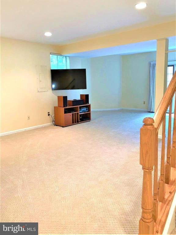 Recessed lights and sun light, New carpet. - 2405 SAGARMAL CT, DUNN LORING