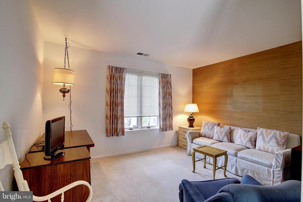 Bedroom. - 23118 PANTHERSKIN LN, MIDDLEBURG