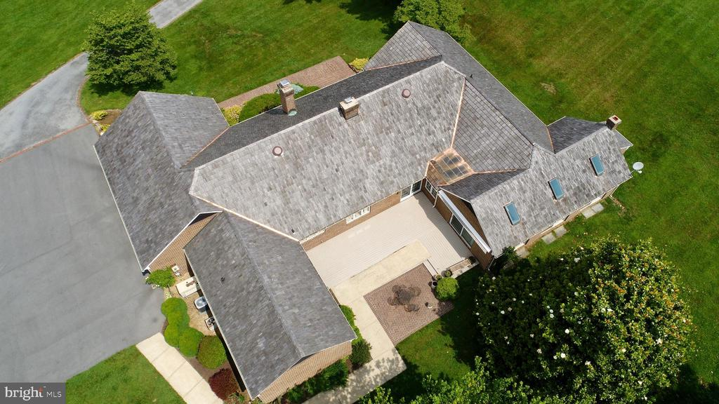 Exterior Roof. - 23118 PANTHERSKIN LN, MIDDLEBURG