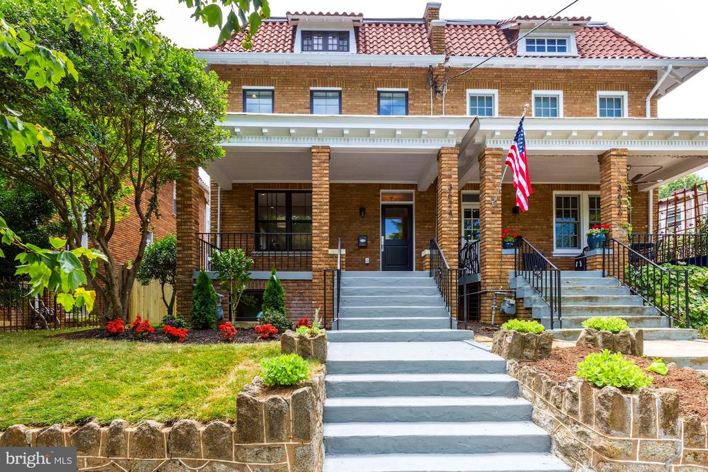 Classic Cleveland Park residence - 3624 NORTON PL NW, WASHINGTON
