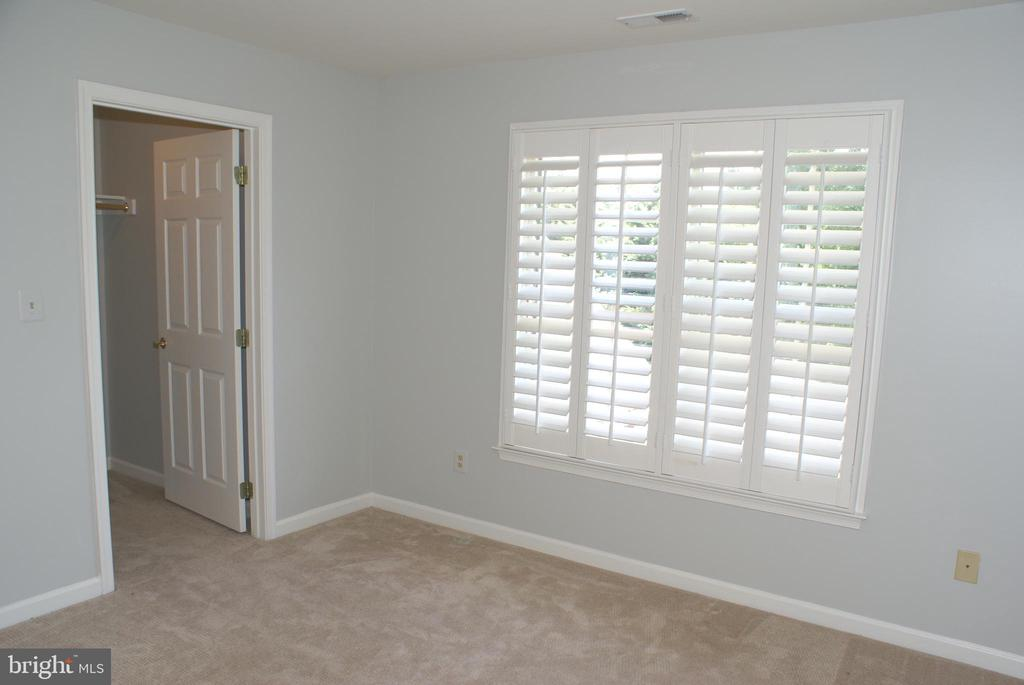 Walk-in closet - 12809 SHADOW OAK LN, FAIRFAX