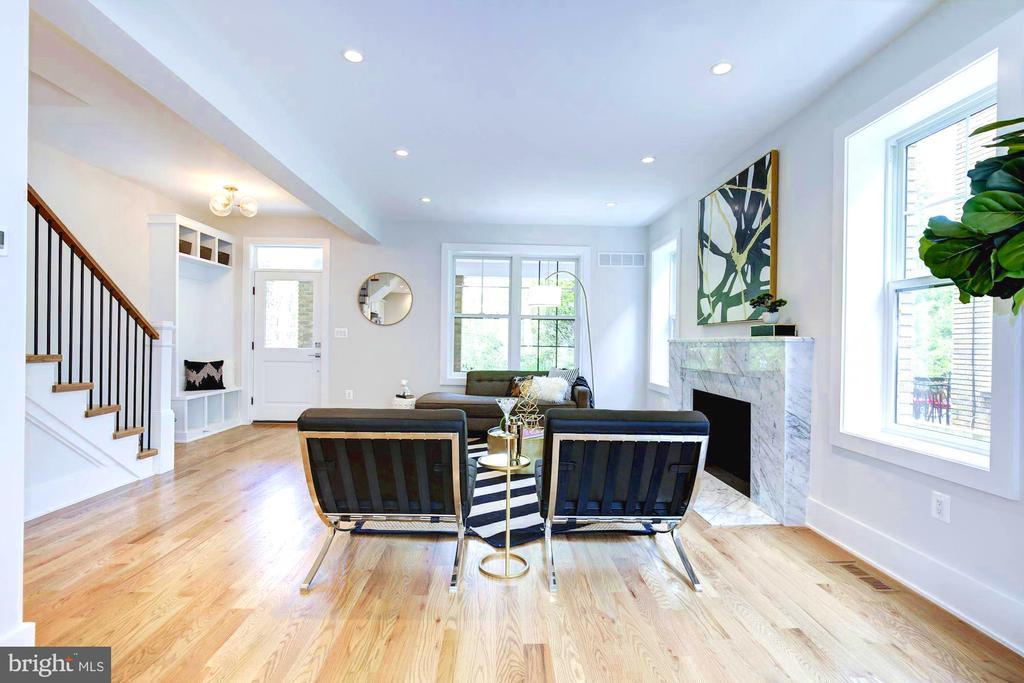 Wonderful seating spaces with plentiful light - 3624 NORTON PL NW, WASHINGTON