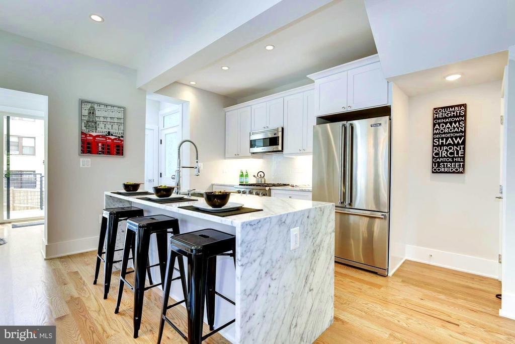 Kitchen appliances by Viking - 3624 NORTON PL NW, WASHINGTON
