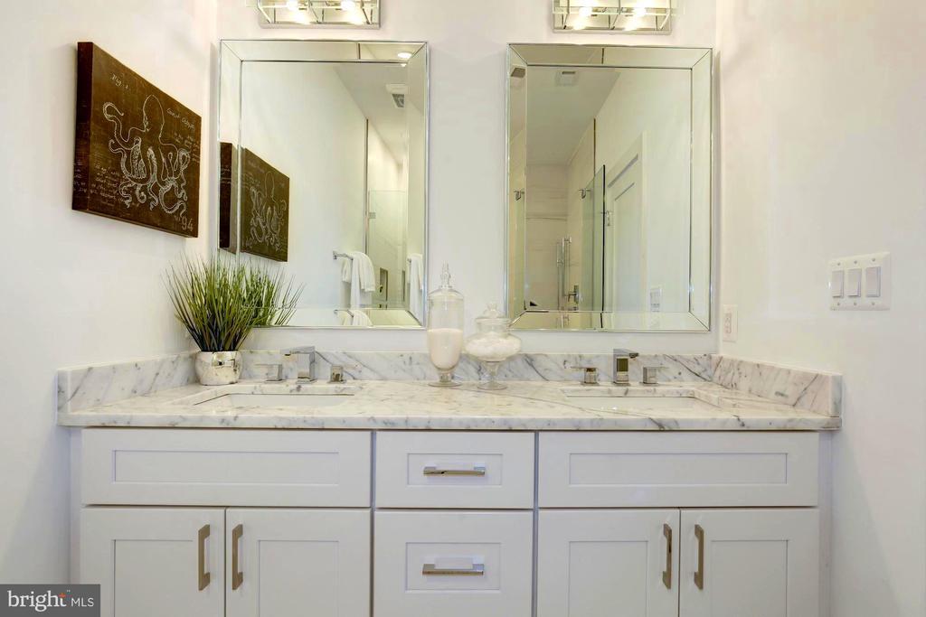 Owner's bathroom - 3624 NORTON PL NW, WASHINGTON