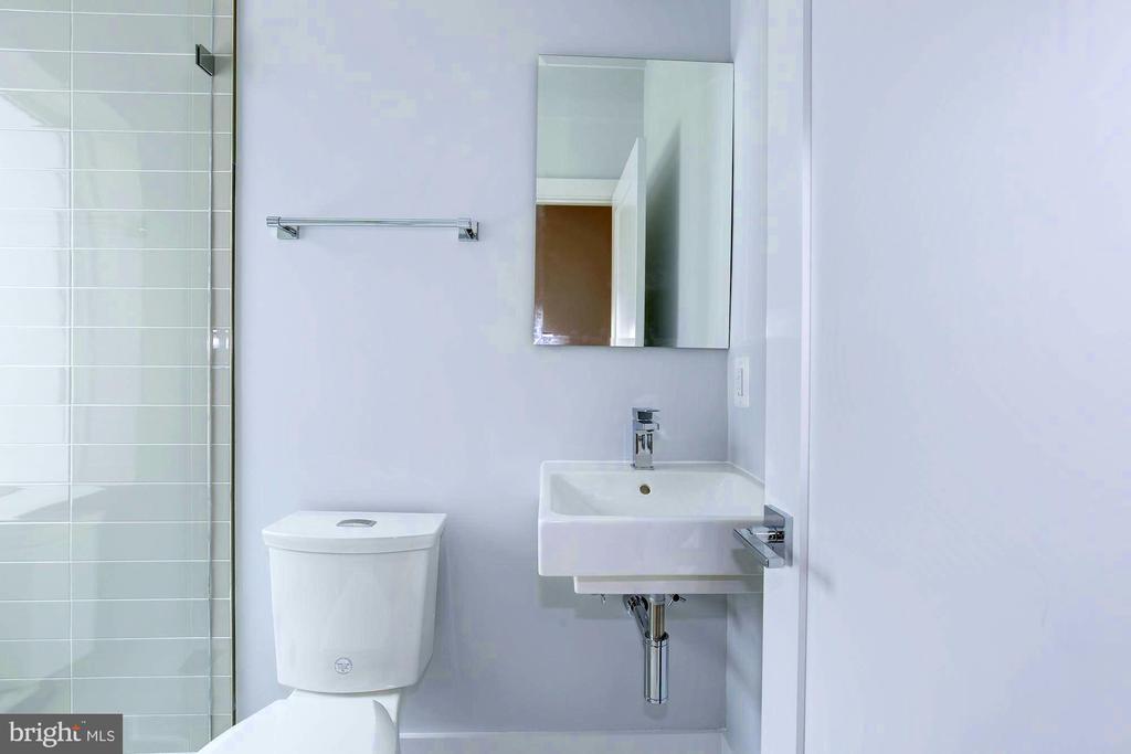 Hall bathroom on 2nd level - 3624 NORTON PL NW, WASHINGTON