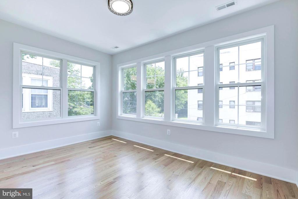 Bedroom #3 with six windows! - 3624 NORTON PL NW, WASHINGTON