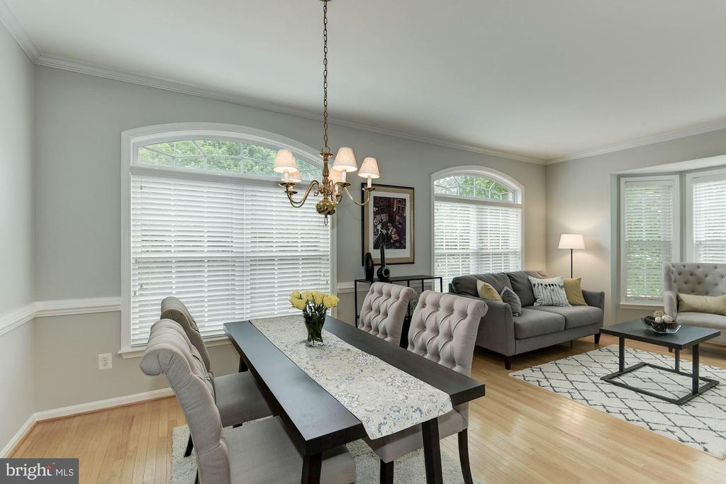Photo of previously staged Dining Room - 47831 SCOTSBOROUGH SQ, STERLING