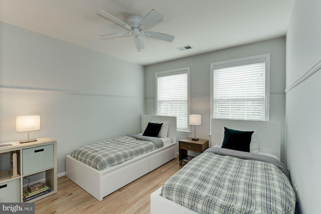 Photo of previously staged 2nd Bedroom - 47831 SCOTSBOROUGH SQ, STERLING