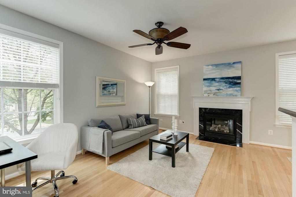 Photo of previously staged Family Room off Kitchen - 47831 SCOTSBOROUGH SQ, STERLING