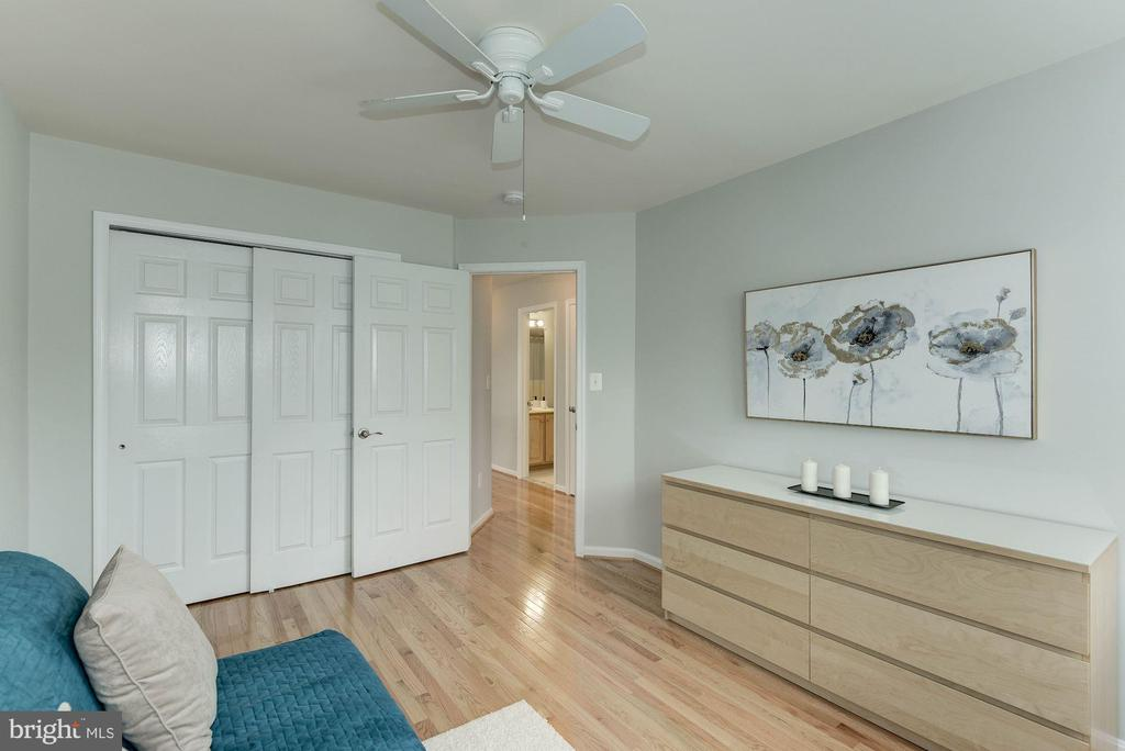 Photo of previously staged 3rd Bedroom - 47831 SCOTSBOROUGH SQ, STERLING