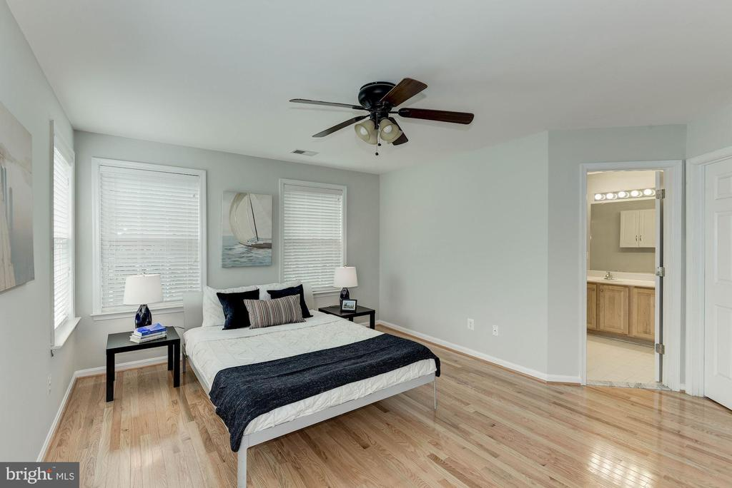 Photo of previously staged Master Bedroom - 47831 SCOTSBOROUGH SQ, STERLING