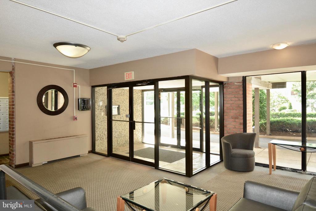 Secure Lobby - 3515 WASHINGTON BLVD #211, ARLINGTON