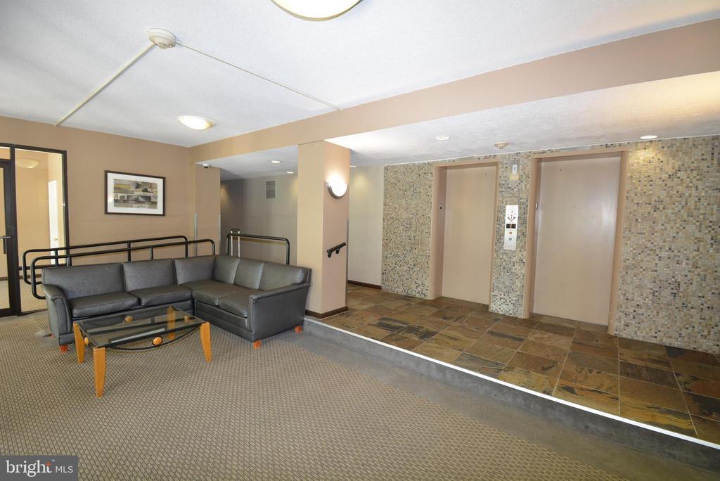 Front Lobby - 3515 WASHINGTON BLVD #211, ARLINGTON