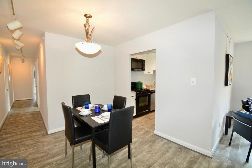Dining Area - 3515 WASHINGTON BLVD #211, ARLINGTON