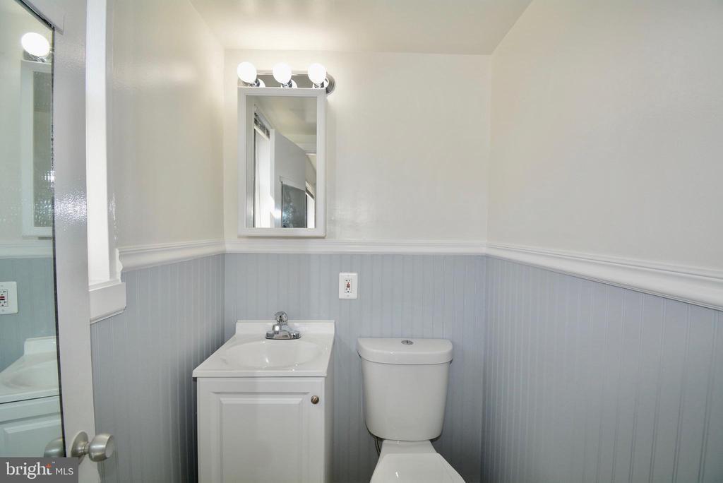 1/2 Bath off of Bedroom 1 - 3515 WASHINGTON BLVD #211, ARLINGTON