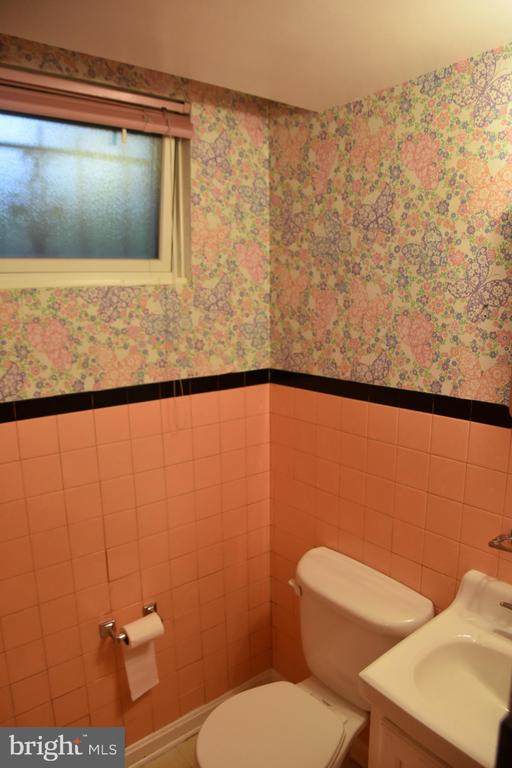 Basement  full bath - 3827 N ABINGDON ST, ARLINGTON