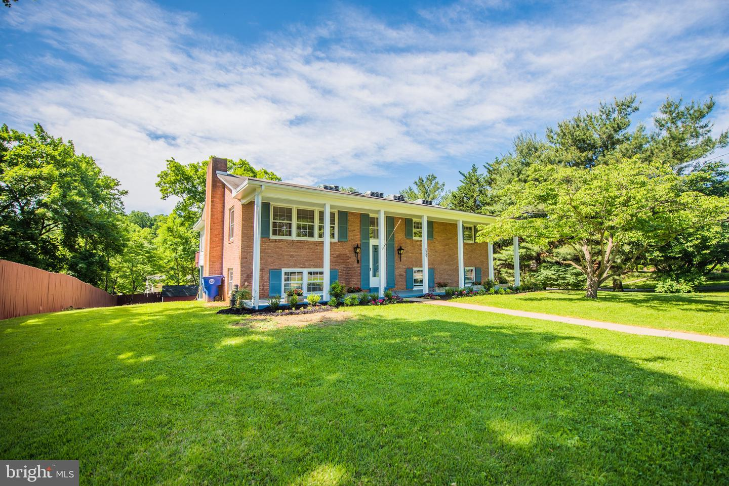 Single Family for Sale at 203 Cavalier Dr Front Royal, Virginia 22630 United States