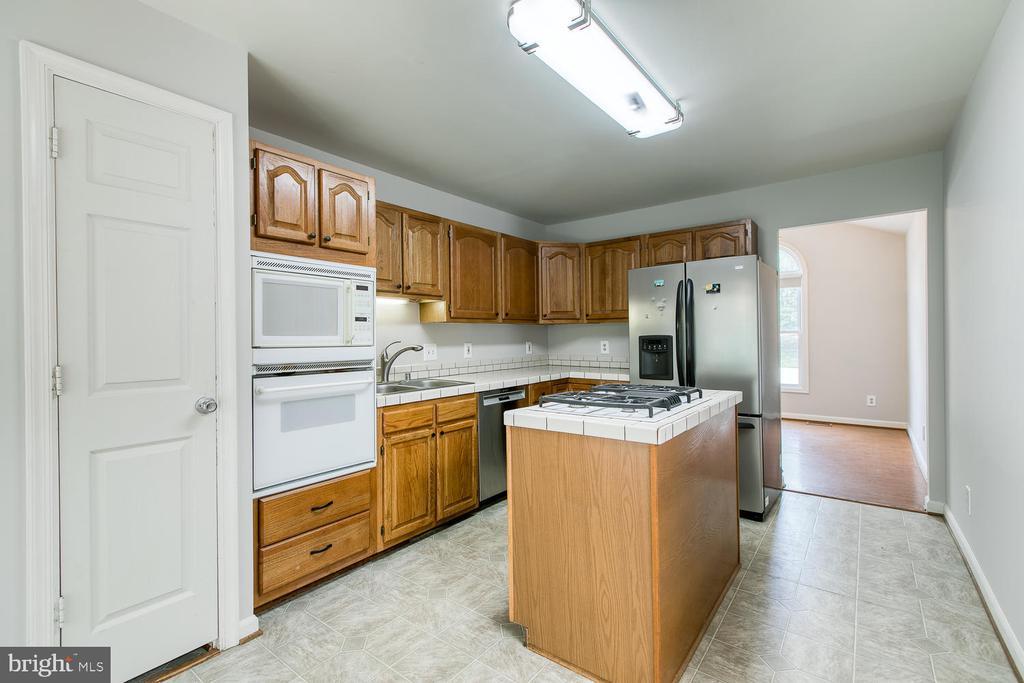 Kitchen w/ Island, Microwave, SS Fridge &  DW - 6814 ORCHID LN, FREDERICKSBURG