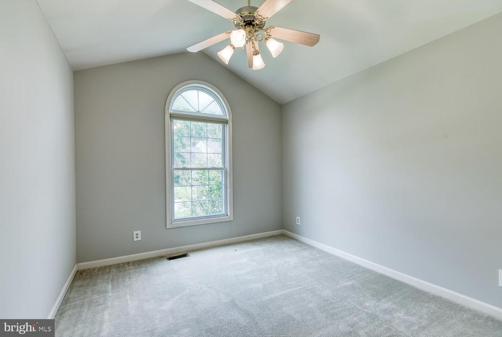 Bedroom 2 w/ Vaulted Ceiling - 6814 ORCHID LN, FREDERICKSBURG