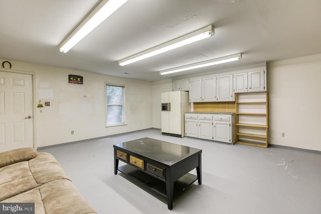 Spacious Storage Area with Work Bench - 6814 ORCHID LN, FREDERICKSBURG