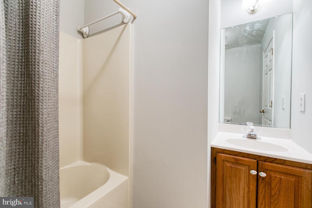 Convenient Hall Bath - 6814 ORCHID LN, FREDERICKSBURG