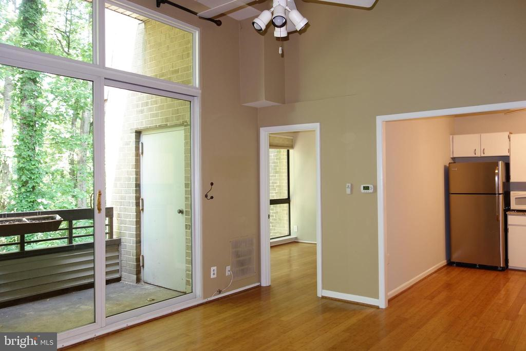 Soaring floor to ceiling windows through out - 2114 GREEN WATCH WAY #301, RESTON