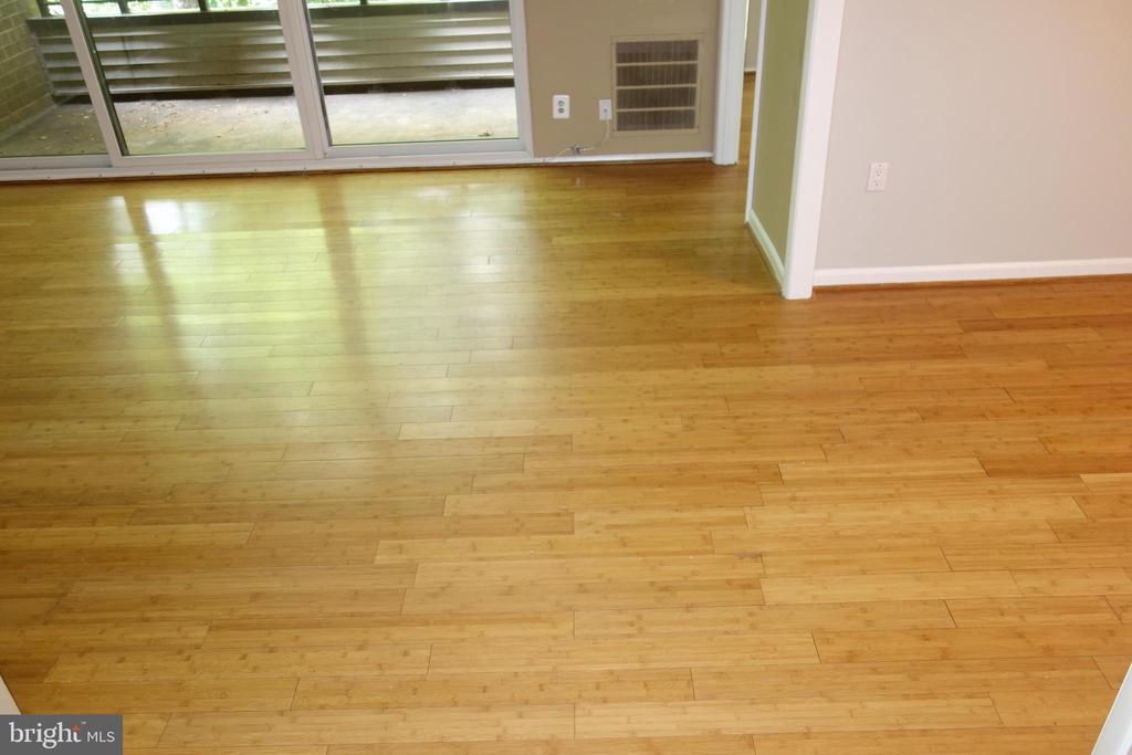 Beautiful bamboo hardwood floors - 2114 GREEN WATCH WAY #301, RESTON